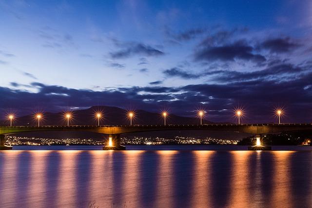 lampy na mostě