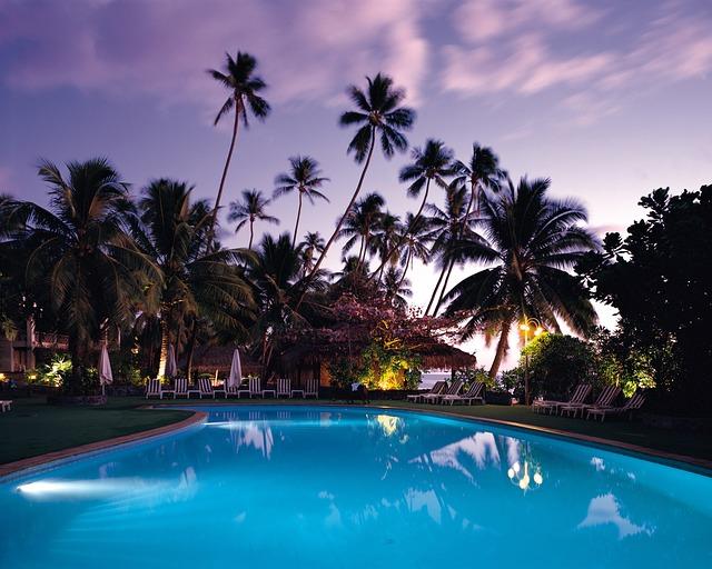 bazén v tropech