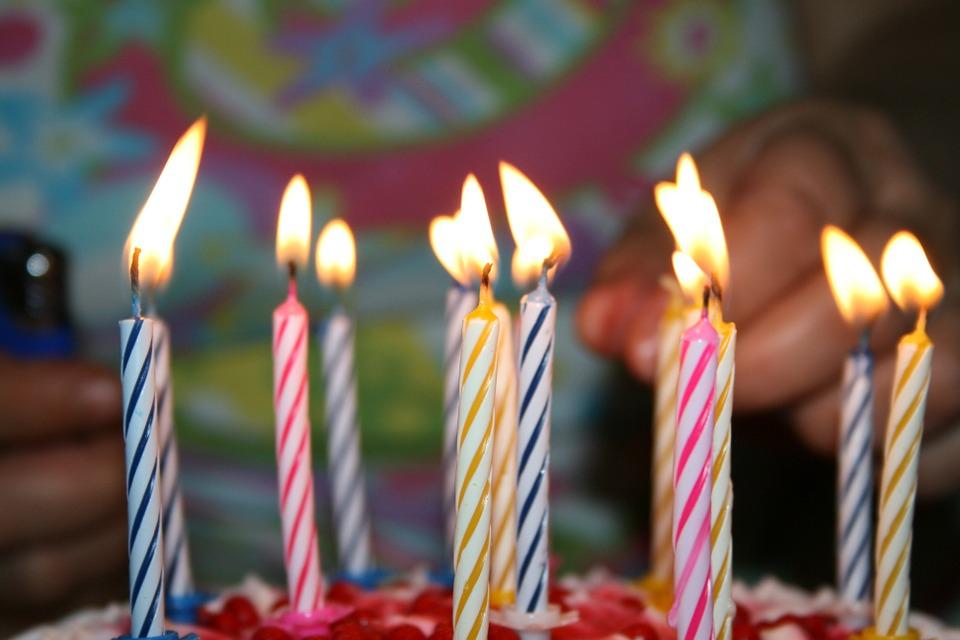 svíčky na dortu